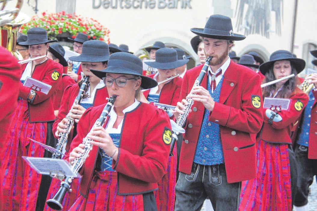 Im Bild spielt die Musikkapelle Primisweiler auf