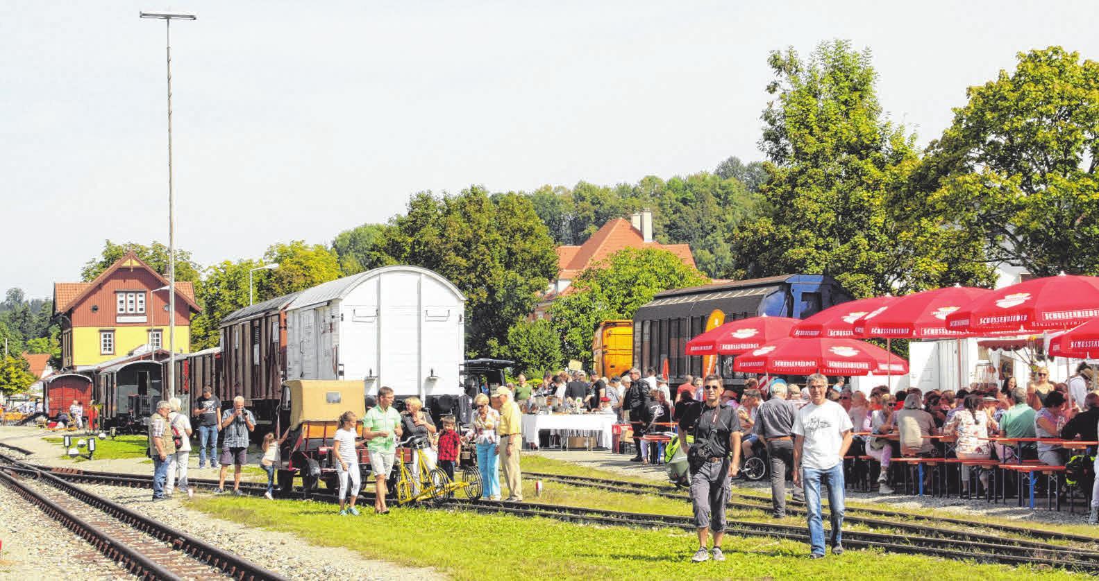 Auf dem Bahnhofsgelände in Ochsenhausen kann man sich vergnügen und informieren.