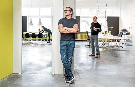 Inhaber Florian Decker und Team. FOTO: PEPE LANGE