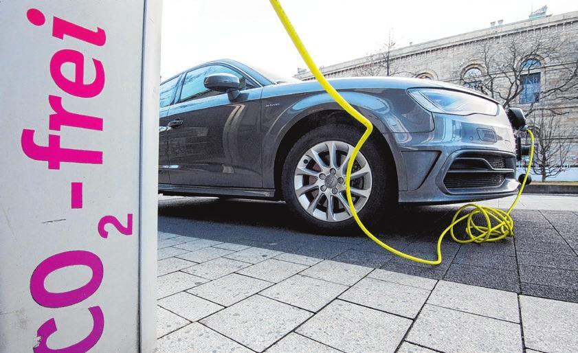 Strom, der beim Ladevorgang eines E-Autos verloren geht,  kann vom Bordcomputer nicht erfasst werden. Foto: dpa