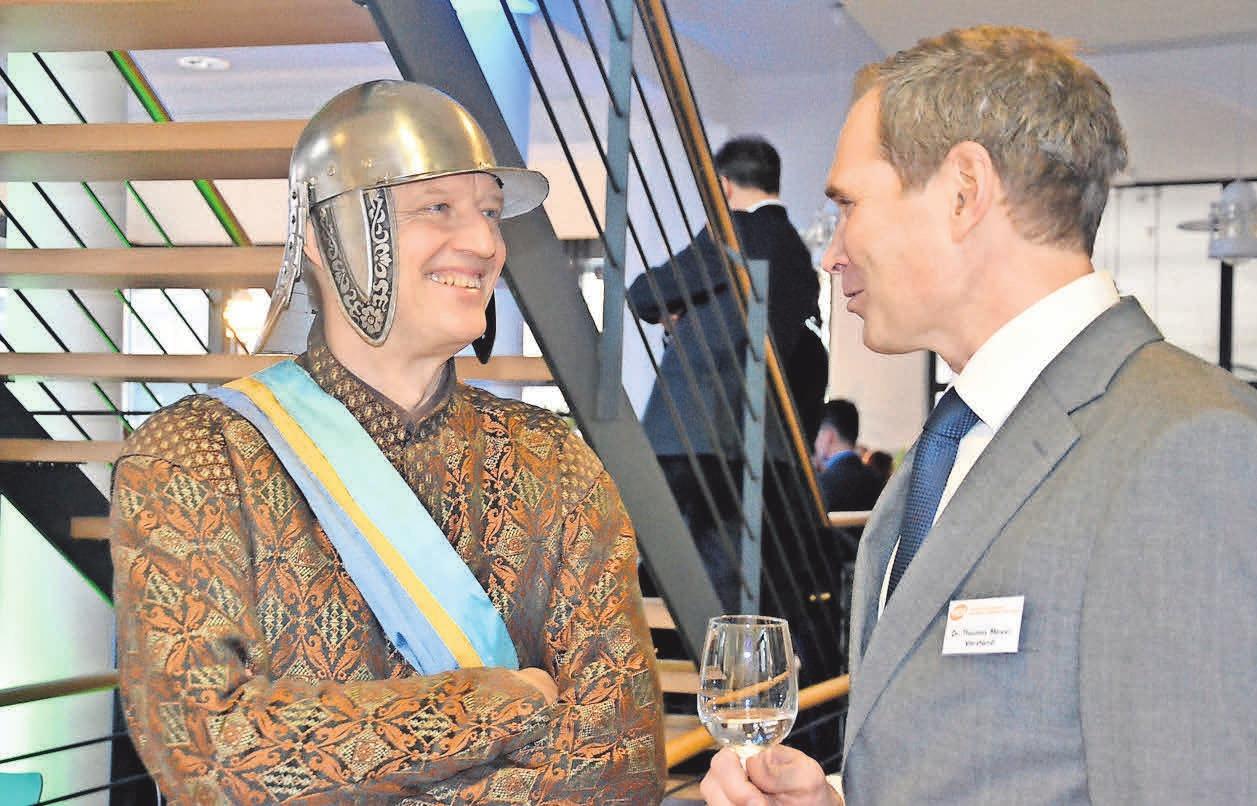 HGS-Vorstand Dr. Thomas Meyer im Gespräch mit Reitergeneral Obentraut.