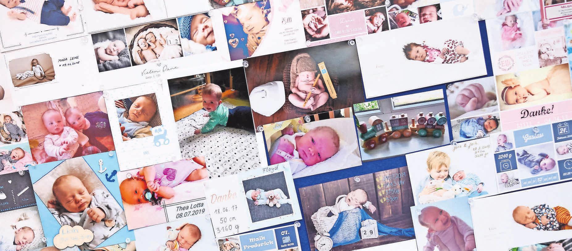 Kinderwunsch erfüllt! Im Eingang der Praxis hängen etliche Fotos von Babys, die mit Unterstützung der Experten den Weg in die Welt gefunden haben.
