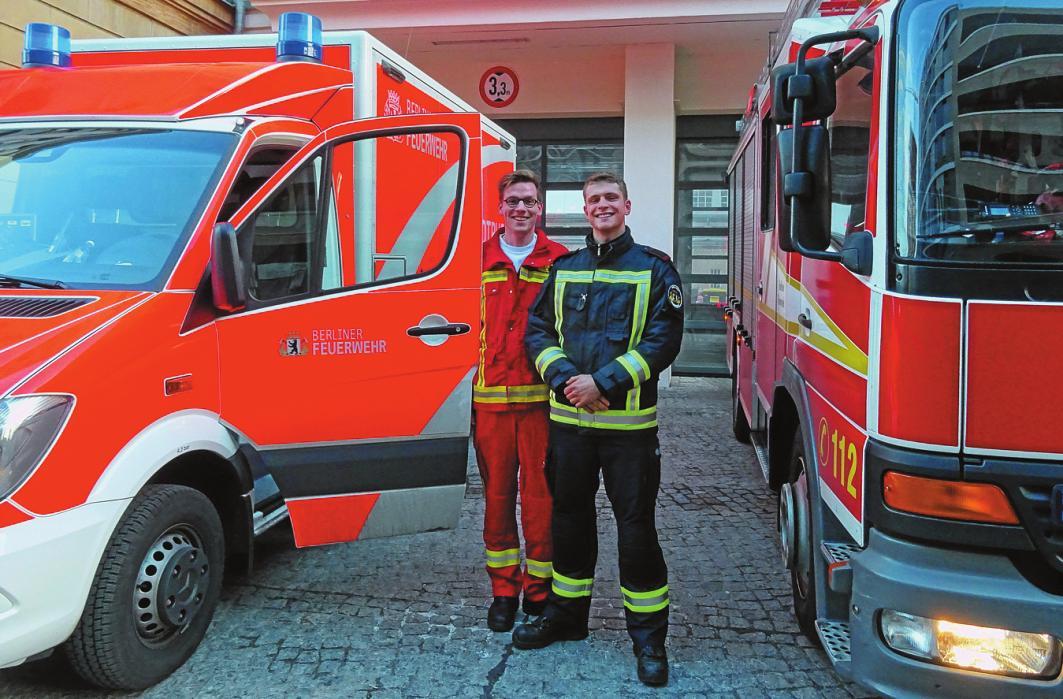 Patrick Göhler (l.) und Milan Uebigau machen gerade eine Ausbildung bei der Feuerwehr. FOTO: SIMONE JACOBIUS