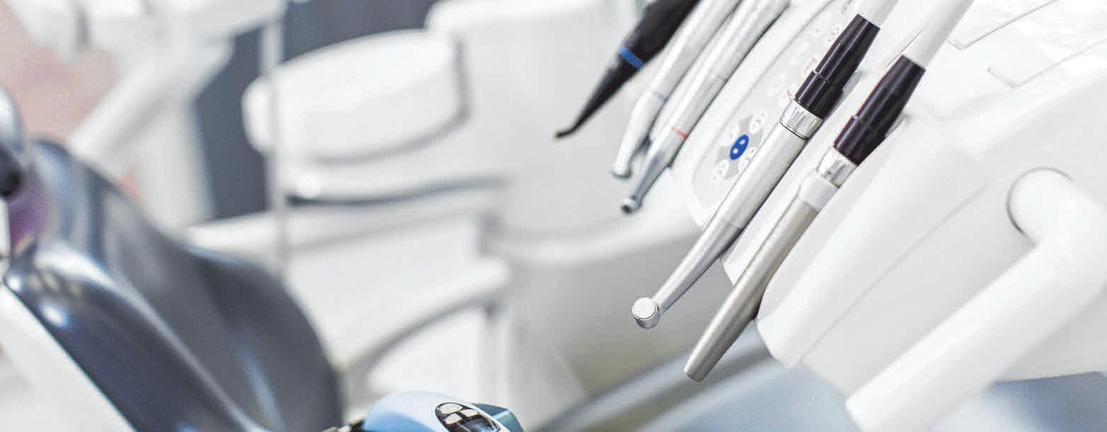 Allein schon die Geräte machen vielen Patienten Angst vor dem Zahnarzt. FOTOS: DJD