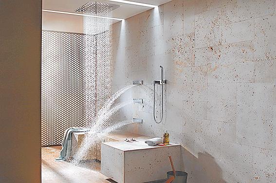 Frei und Frisch: Ein Wasserstrahl mit Wohltuender Massagewirkung. Foto: Vereinigung Deutsche Sanitärwirtschaft (Vds)/Dornbracht