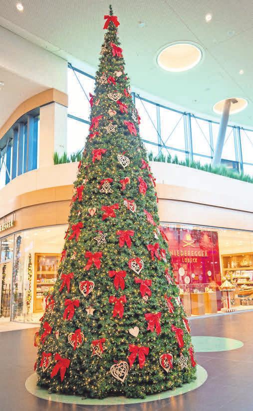 Die Mall des LUV Shopping präsentiert sich festlich geschmückt.