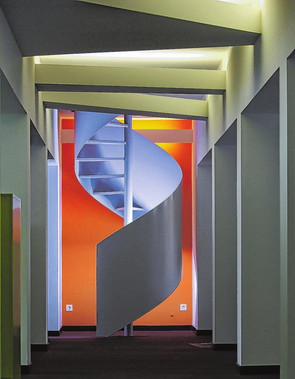 Metallbauer beherrschen traditionelle und moderne Techniken – zum Beispiel im Treppenbau. Fotos: PR