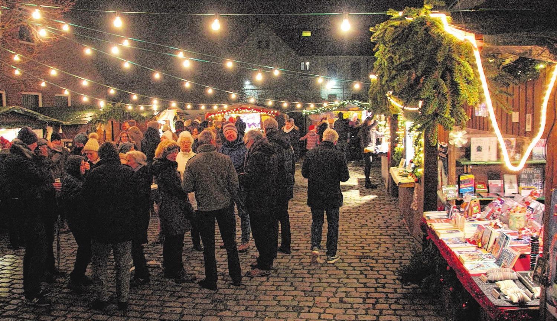 Lichterglanz verzaubert das Publikum beim Weihnachtsmarkt in Weiß. Foto: Broch/ Archiv