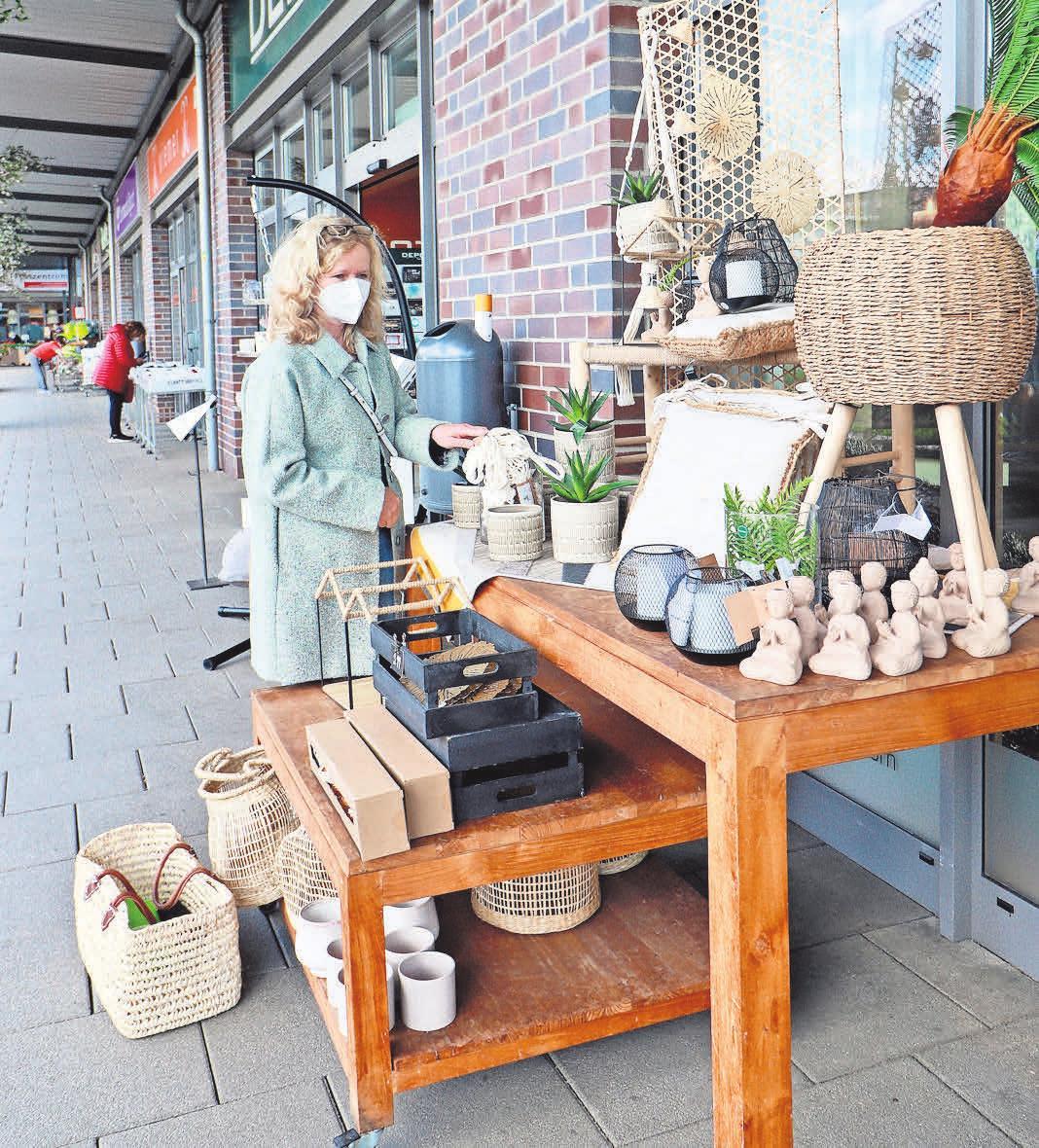 Bei jedem Wetter Einkaufsvergnügen pur: Im Einkaufspark Klein-Buchholz können Besucher und Besucherinnen unter den Arkaden flanieren.