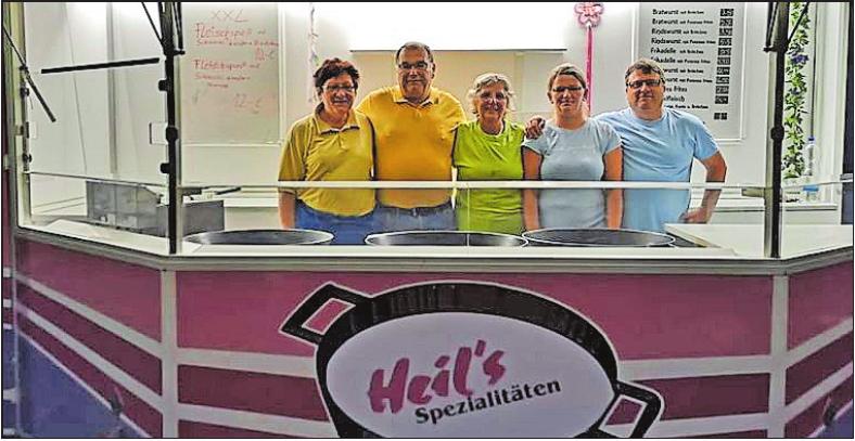 Stabswechsel: Ulrike und Hans-Jürgen Heil (links) übergeben die Verantwortung an Dorota Duda und Uwe Fischer (rechts), in der Mitte Mitarbeiterin Gertrud Hönig. FOTO: FISCHER/FREI