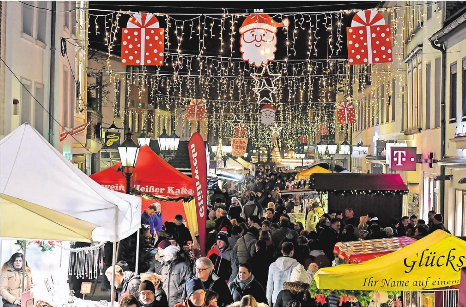 Ein Höhepunkt auf dem Markt der Sterne wird der Besuch des Nikolaus sein, der mit einer Kutsche durch Kempen ziehen wird. Er besucht am zweiten Adventswochenende die Kempener Altstadt und verteilt kleine Leckereien an die Kinder.