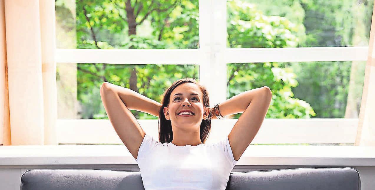 Fenster mit Wärmeschutzverglasung schließen dicht, sodass weniger Zugluft entsteht. Foto: Andrey_Popov/ shutterstock.com