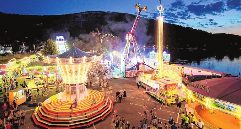 Die Michaelismesse ist ein Mix aus Vergnügungspark, Festzelt, Gewerbeausstellung und Marktständen.FOTO: THOMAS KLEWAR