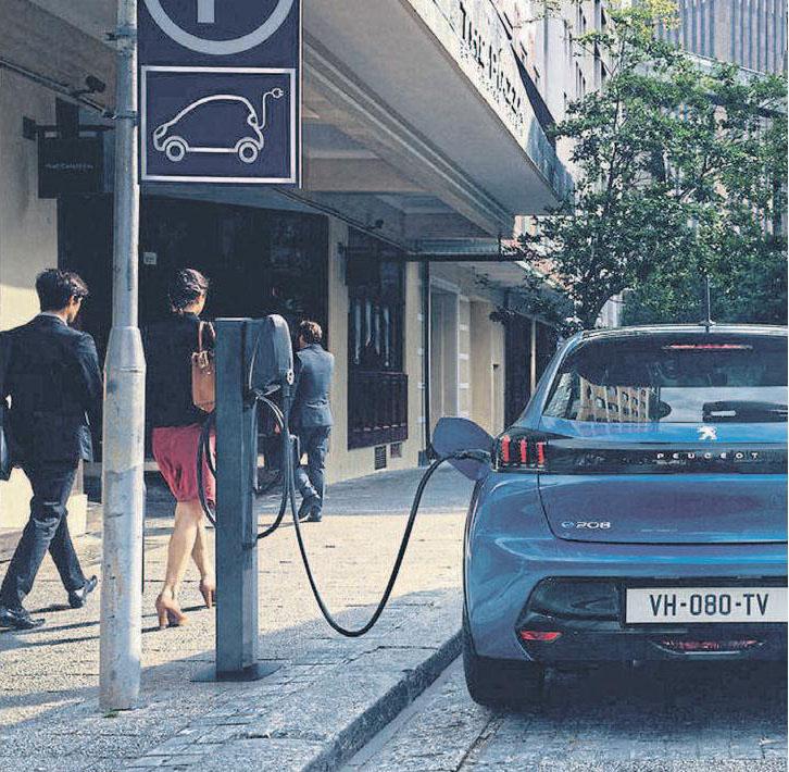 Erstmals bietet Peugeot seinen Kleinwagen 208 auch als rein elektrische Variante an. Verbrauch (kWh/100 km) komb.: 16,9 kWh, CO2: 0 g/km