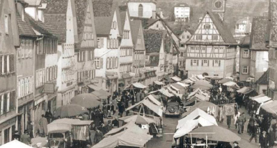 Das Foto zeigt das Treiben auf dem Matthias-Krämermarkt im Jahr 1951. Fotos: Stadtarchiv Künzelsau, Ute Böttinger