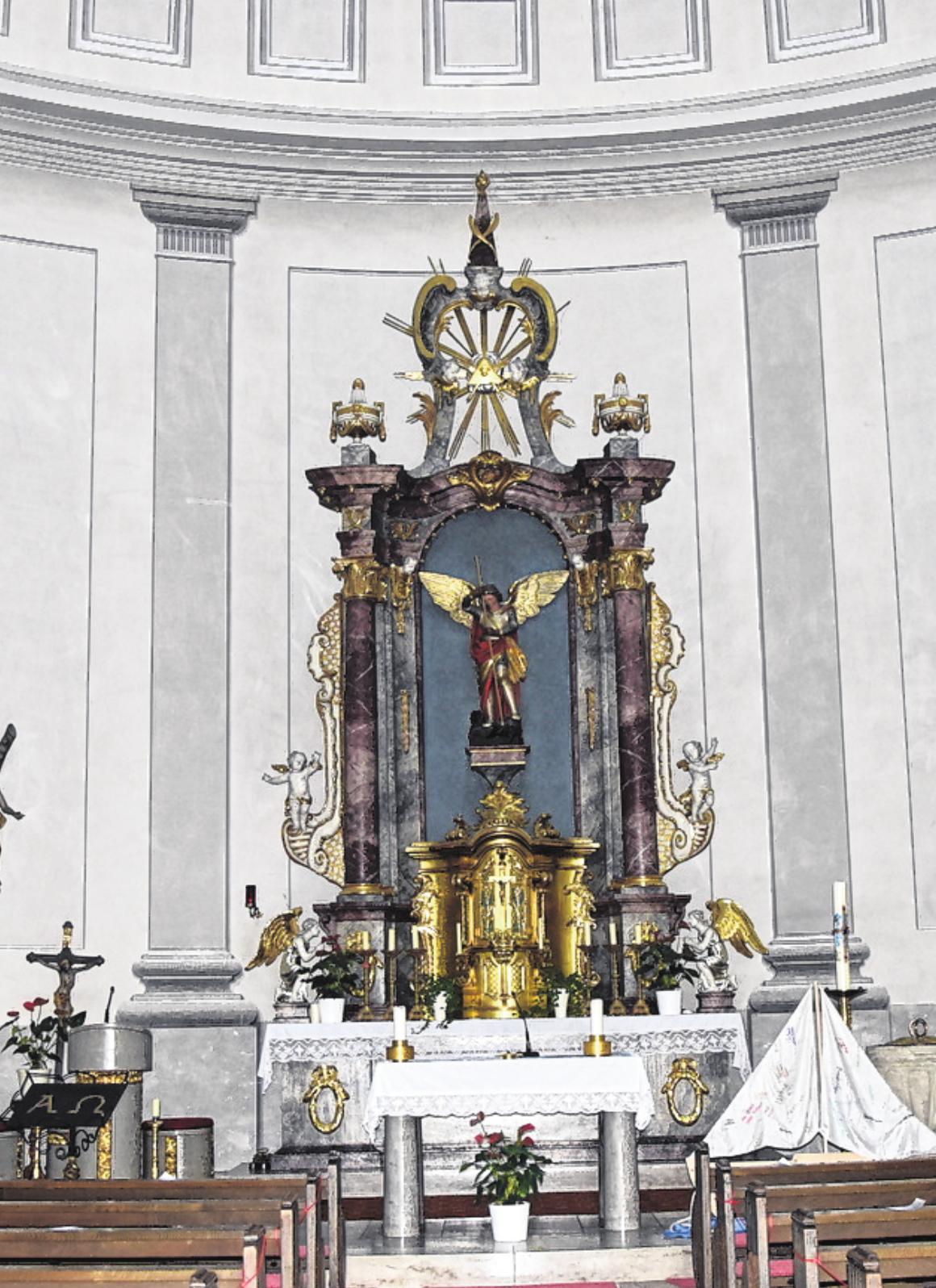 Der Hochaltar der Sankt-Andreas-Kirche, die im klassizistischen Stil erbaut wurde.