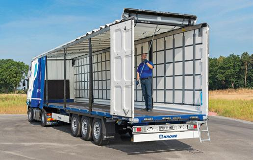 Thanks to the Krone Safe Curtain, the driver no longer has to use the fiddly side slats that are otherwise required. The trailer with this system is also up to 90 kilograms lighter.