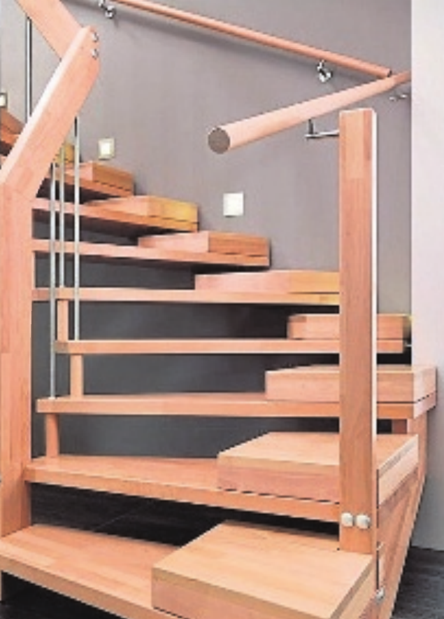 Der Handlauf sollte über die gesamte Länge der Treppe reichen. Umsich mit beiden Händen abzusichern, lässt sich jederzeit ein zweiter anbringen.
