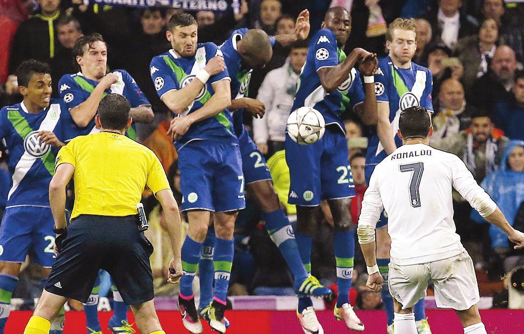 Das bisher letzte Wolfsburger Europa-Spiel: Cristiano Ronaldo trifft beim 3:0 für Real Madrid dreimal.