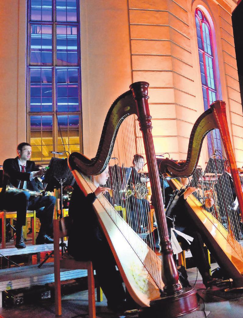 """Im vergangenen Jahr feierte """"Klassik am Weberplatz"""" den zehnten Geburtstag mit 107 Musikern.      FOTOS (2): CHRISTEL KÖSTER"""