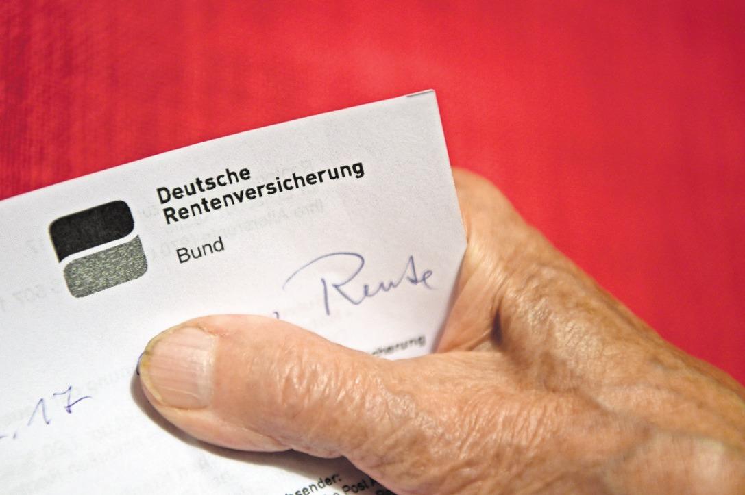 Rentenbescheid: Es gibt vielfältige Formen der Altersvorsorge zusätzlich zur gesetzlichen Rente.FOTO: DPA