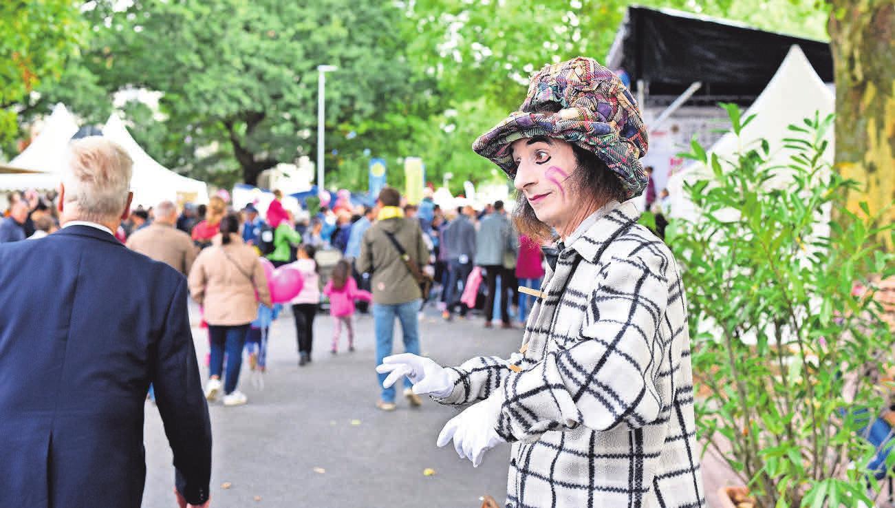 Walking-Acts bereichern den Bothfelder Herbstmarkt.