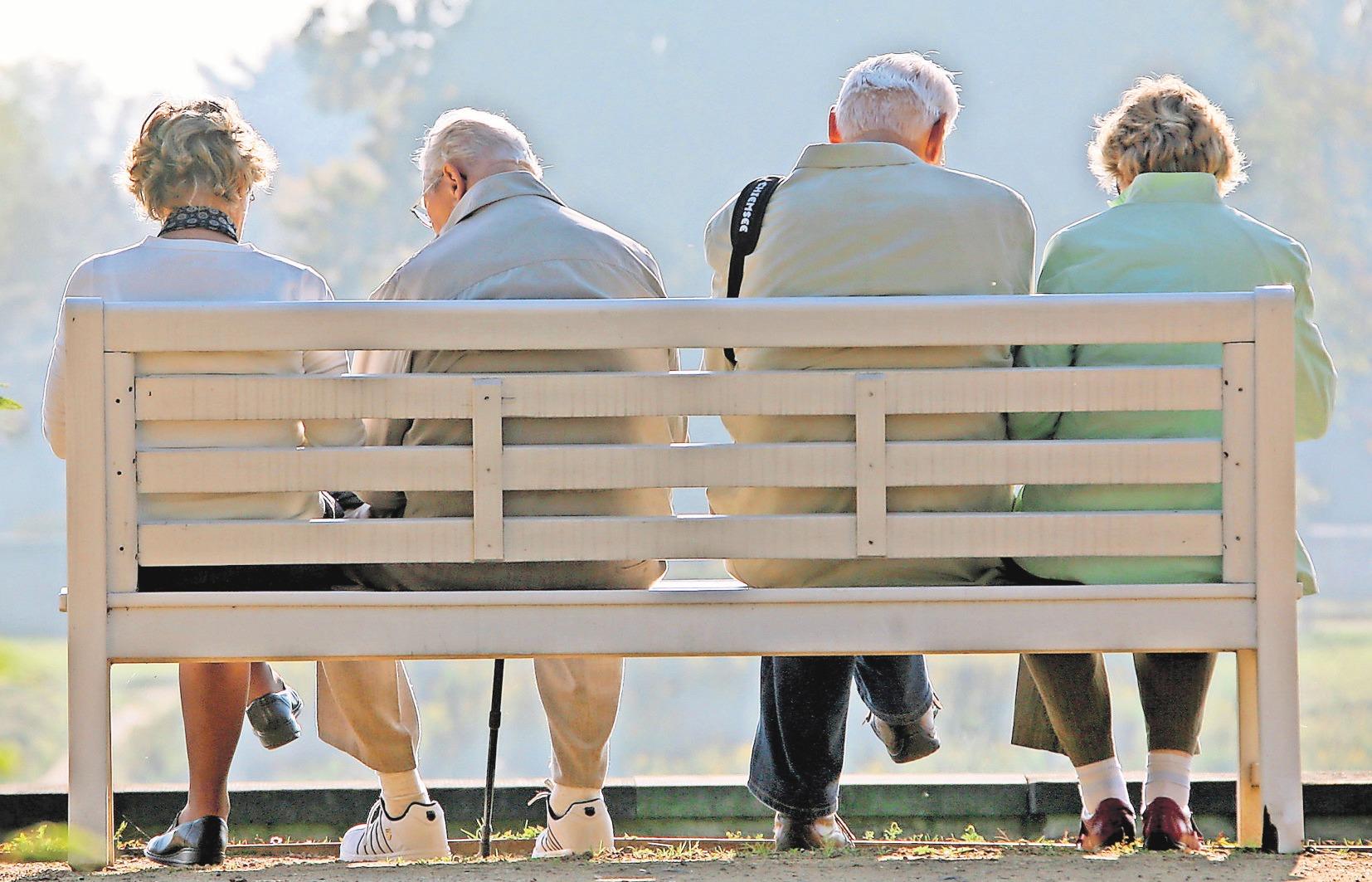 Eine private Rentenversicherung bietet viele Möglichkeiten, um seinen bisherigen Lebensstandard im Alter halten zu können. FOTO: DPA