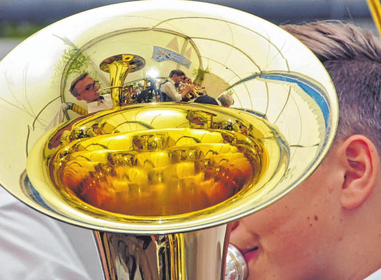 """Gleich vier Musikvereine sowie die Jugendkapelle """"Young Blood"""" gestalten den musikalischen Teil des Unterwaldhauser Frühlingsfestes an den Tagen drei und vier"""