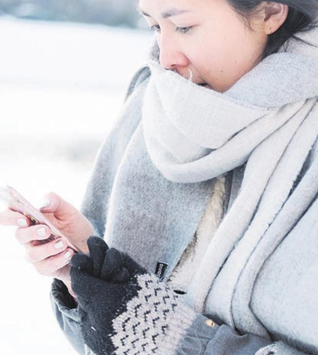 Das Handy am besten nicht gleich nach dem Winterspaziergang ans Ladekabel stöpseln. Foto: ERGO Group