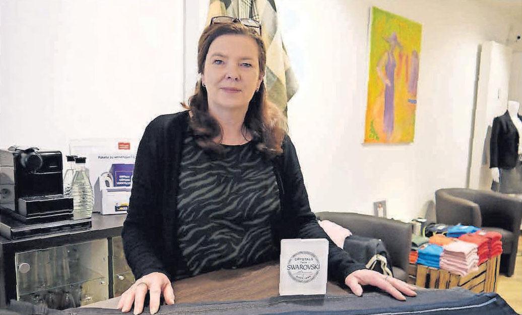 Blickfang: Ilona Niemann empfiehlt Modefans für die Festtage die neue One-Size-Jeans von Angels mit Swarosvki-Steinen.