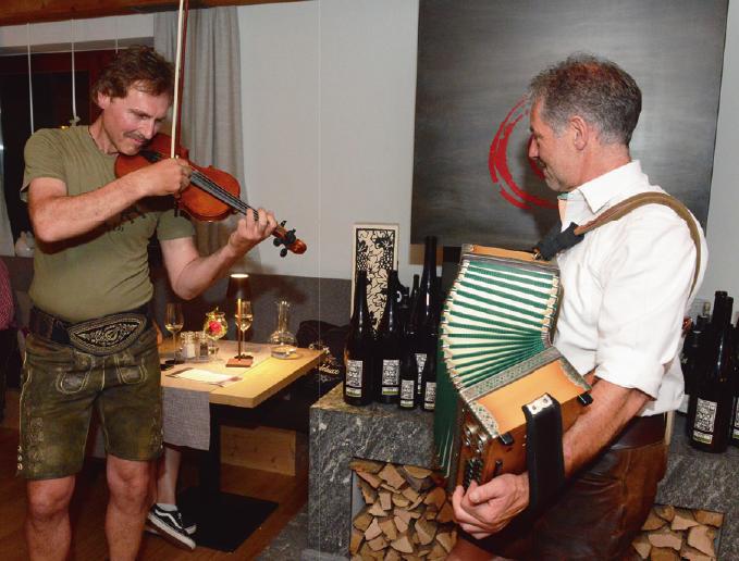 Die Musiker Stefan und Klaus umrahmten die Küchenparty.
