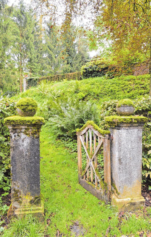 Eine Friedhofspforte mit ganz besonderer Symbolkraf.