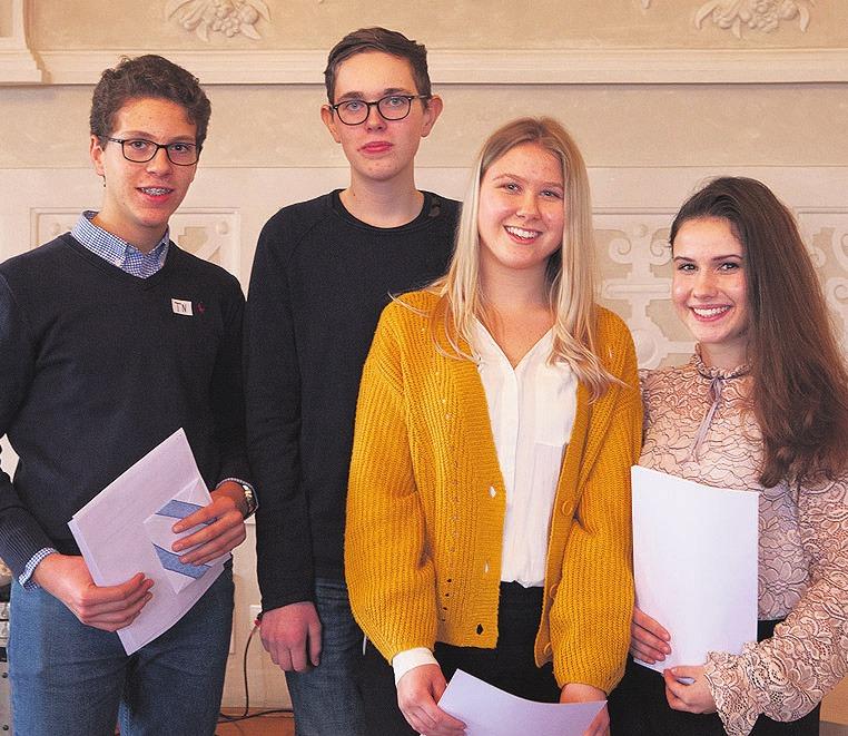 Die Wolfsburger Sieger der Klassen 8 bis 10: Nils Bauder, Moritz Holz, Isabell Gidlowski und Victoria Lempa (von links).