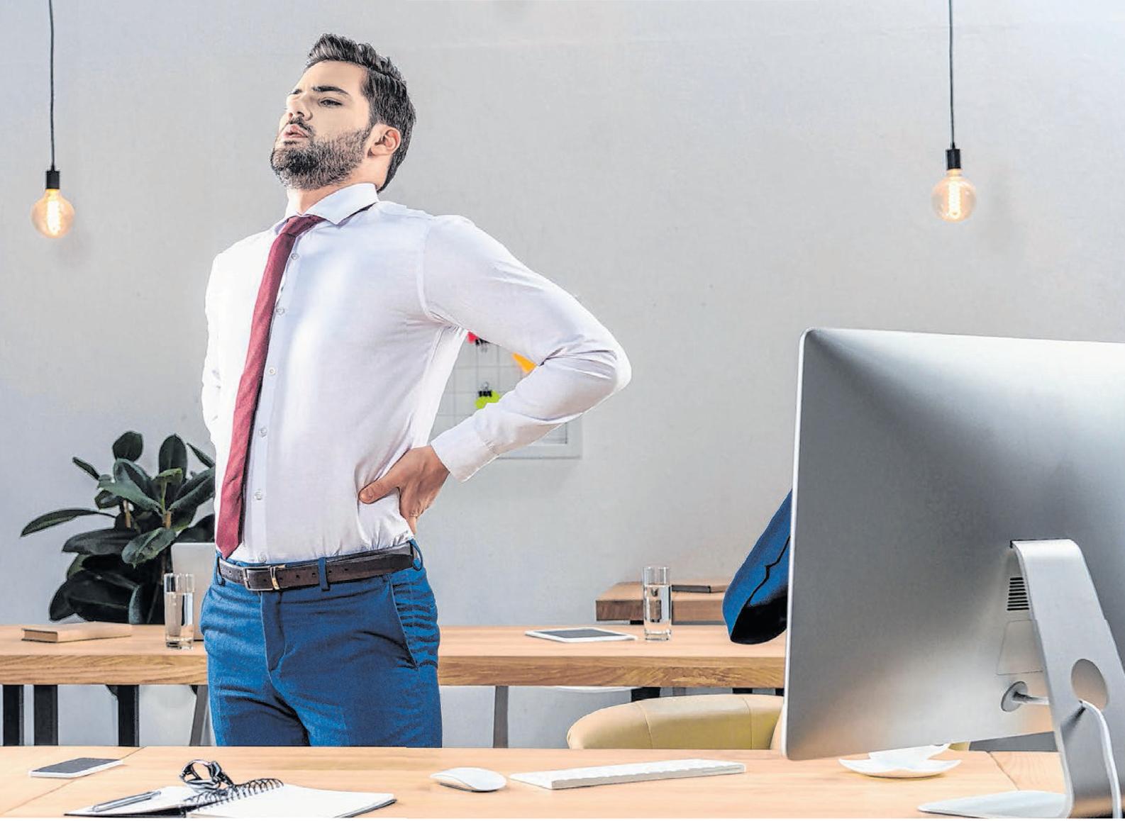 Das ständige Sitzen am Schreibtisch ist für den Rücken belastend. © LIGHTFIELD STUDIOS/SHUTTERSTOCK.COM