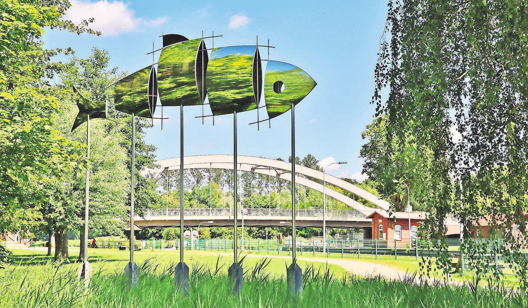 Der Kanalhering (geschaffen im jahr 2003) von Künstler Tim Adam.