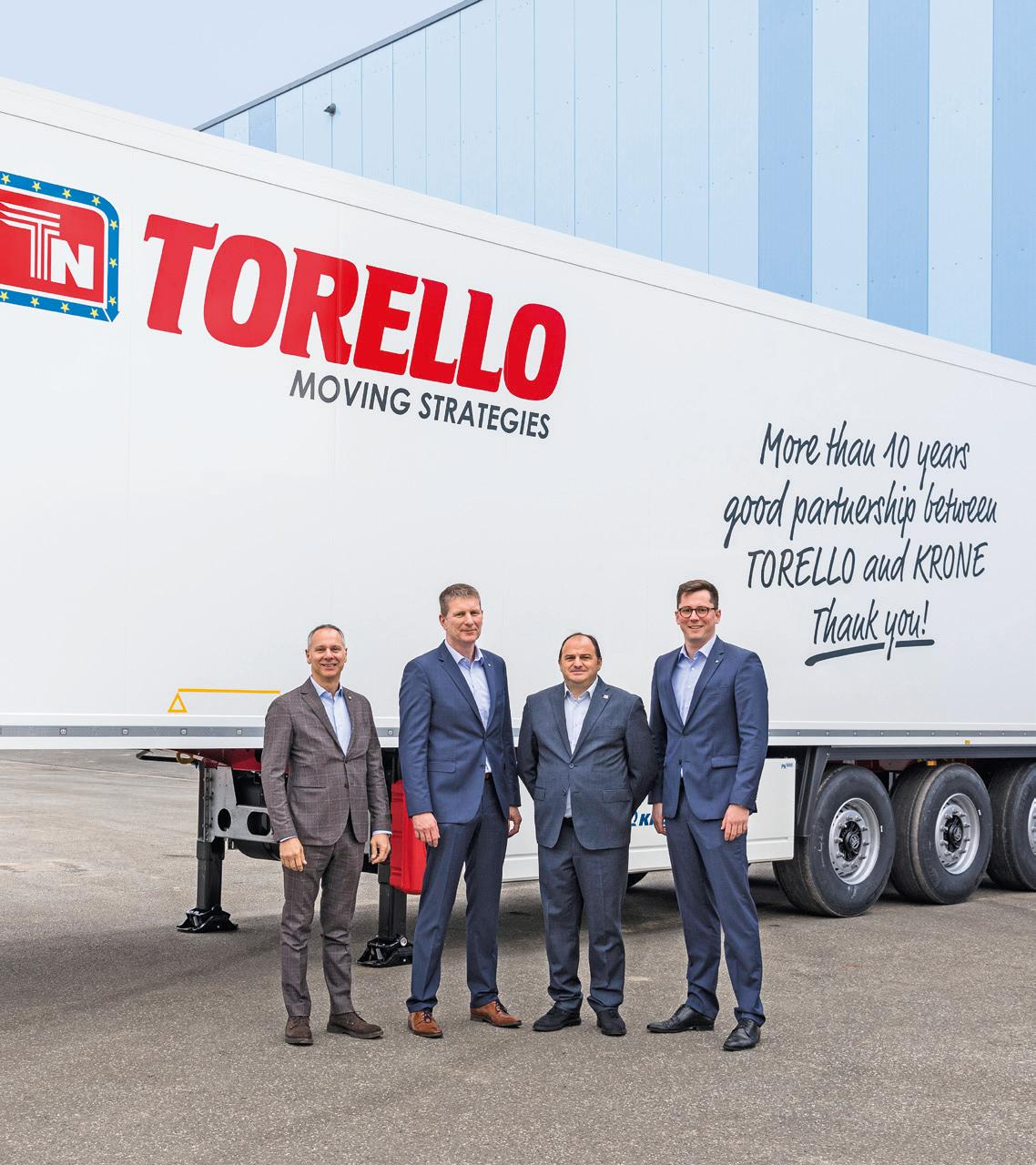 Antonio Torello, Chief Transport Officer of the Torello Group (2nd from the right) ordered 50 new Cool Liners to mark the anniversary. Stefano Savazzi, Director Sales at Realtrailer (far left), Andreas Völker, Krone Director International Sales (2nd from left) and Maximilian Hunfeld, Krone Area Sales Manager (right) welcome him to Lübtheen.