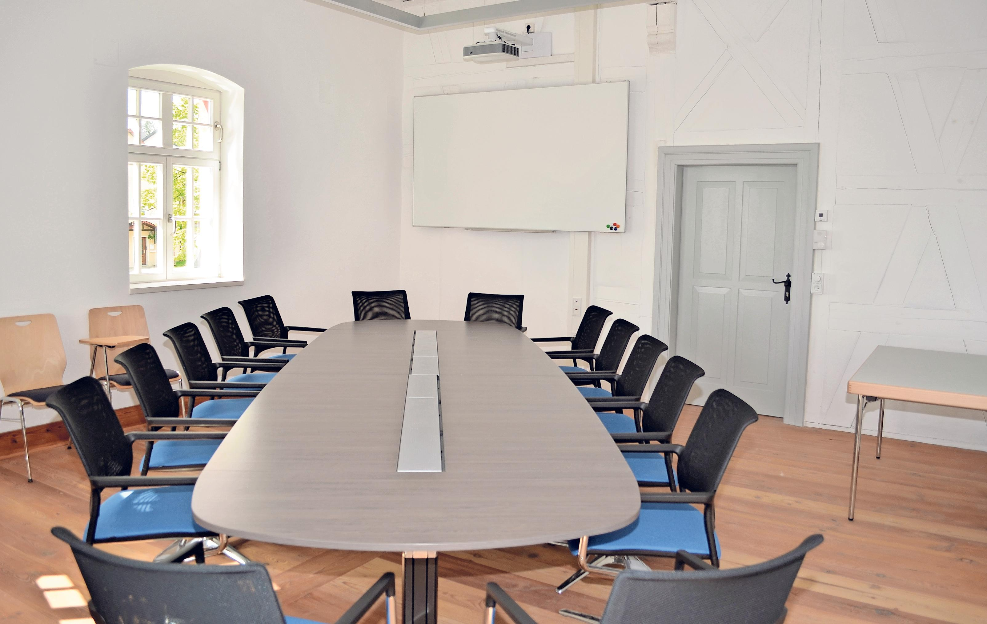 Im ersten Stock befindet sich neben dem Büro des Bürgermeisters auch ein Sitzungssaal. Fotos: Gerald Schreiner