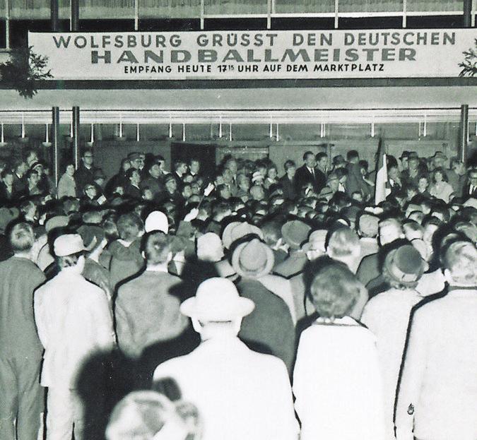 Rückkehr nach Wolfsburg: 2500 Menschen feierten das VfL-Team
