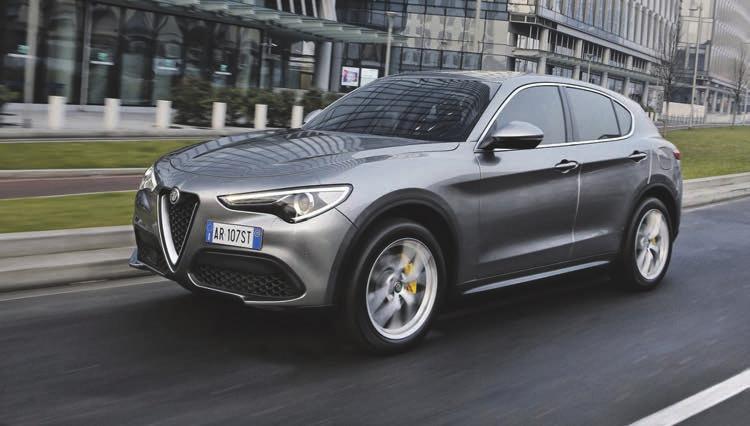 Alfa Romeo Stelvio 2.0 Turbo: Kraftstoffverbrauch in l/100 km kombiniert: XX Liter, CO2-Emissionen in g/km kombiniert: 186 g.