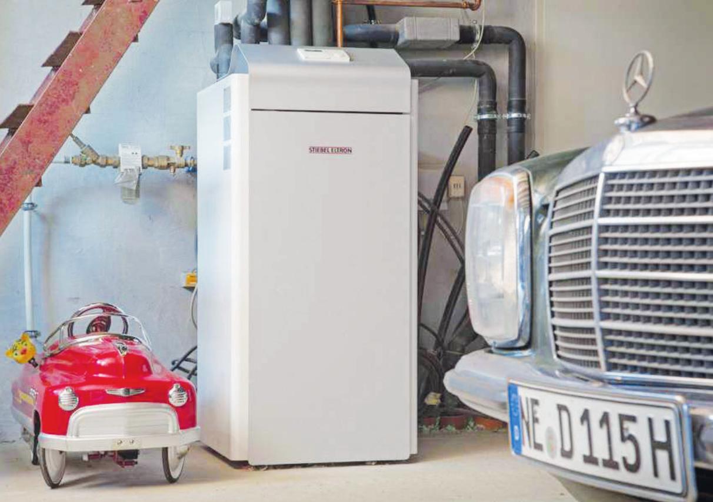 Heizen und kühlen in einem: Umweltfreundliche Wärmepumpenanlagen wie diese WPF bieten einen ganzjährigen Nutzen Foto: djd/Stiebel Eltron