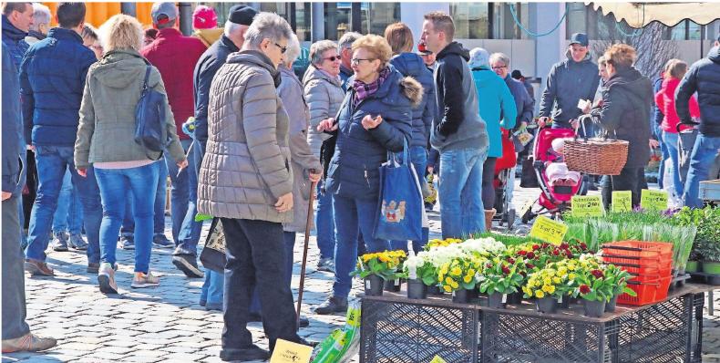 Viele Besucher werden wieder zur Frühlingsfeier über den Marktplatz schauen nach dem einen oder anderen Schnäppchen schauen.