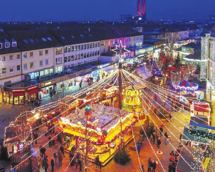 Die Weihnachtsmarktführung der WMG lässt die Teilnehmer den Lichterglanz von oben erblicken. Foto: Janina Snatzke