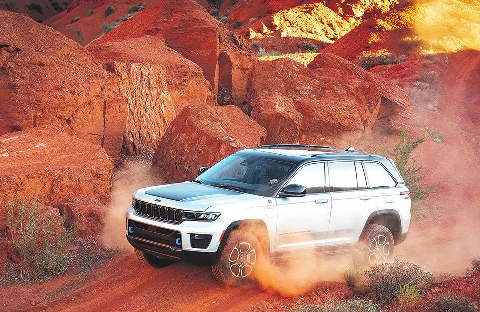 Der neue Grand Cherokee verfügt erstmals über einen elektrisch entkoppelbaren vorderen Querstabilisator. Das sorgt für noch mehr Beweglichkeit und Traktion auf Felsen und in unwegsamem Gelände
