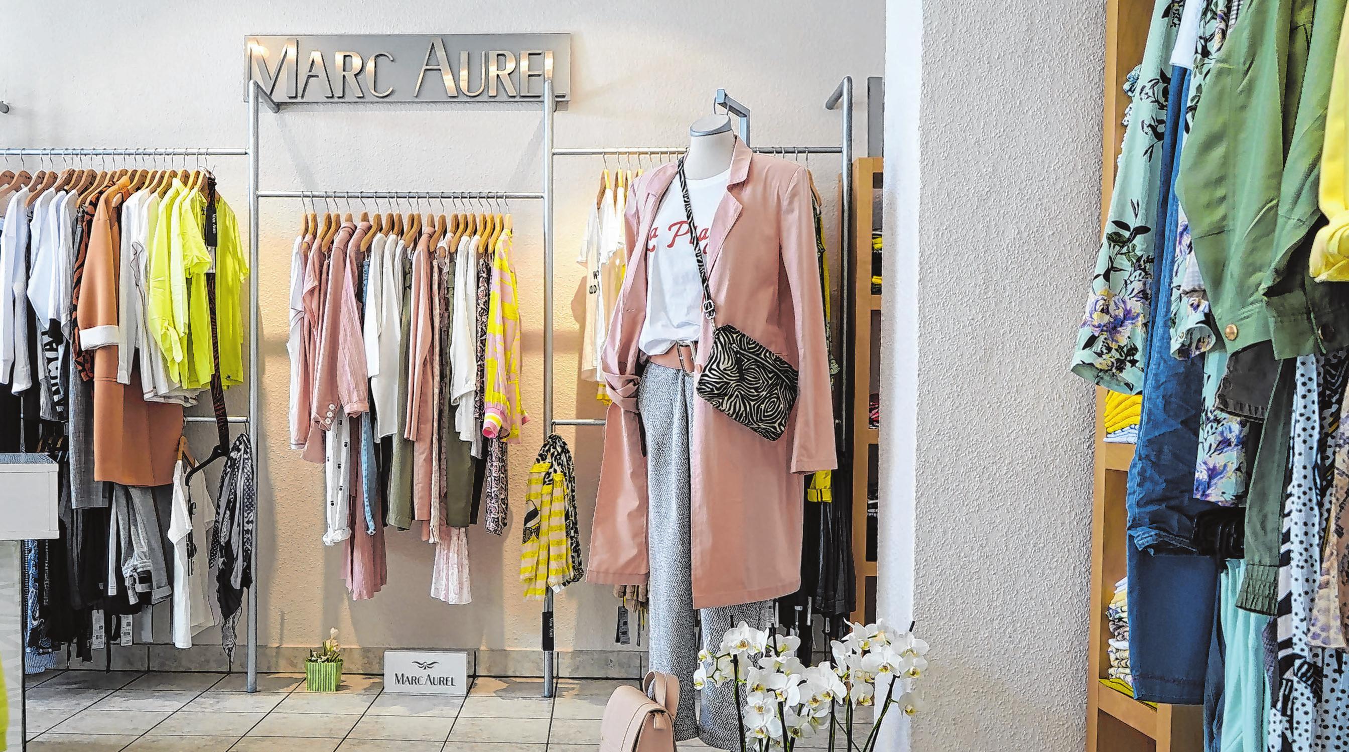 Pünktlich zur Wiedereröffnung ist die neue Mode für Frühjahr und Sommer eingetroffen. Die Inhaberinnen der Boutique Vogue freuen sich, ihre Kunden wieder persönlich beraten zur dürfen. Fotos (3): Andrea Steinert