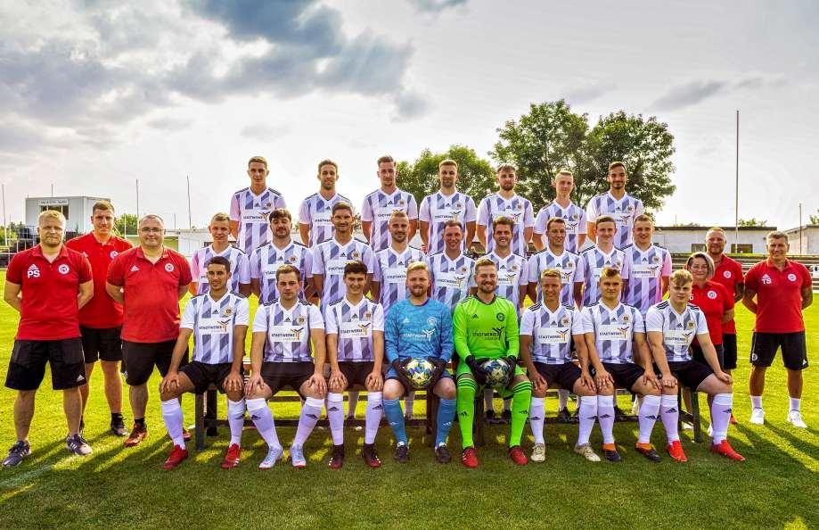"""Mit etlichen jungen Spielern und vor allem einem breiten Kader geht der SV 09 Staßfurt in die Saison 2021/2022. Das Team will in der Staffel """"Mitte"""" der Fußball-Landesliga eine gute Rolle spielen. Foto: Verein"""