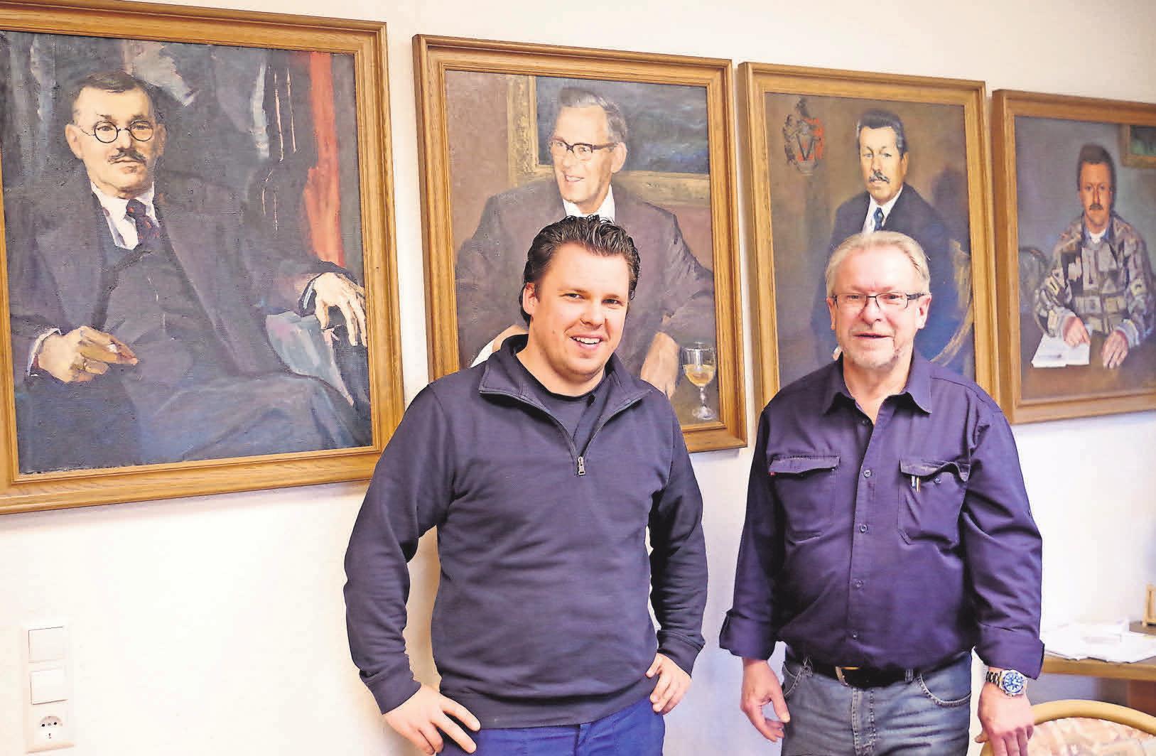 Die heutigen Generationen im Kreise ihrer Vorgänger: Claas (links) und Helmut Vesterling.