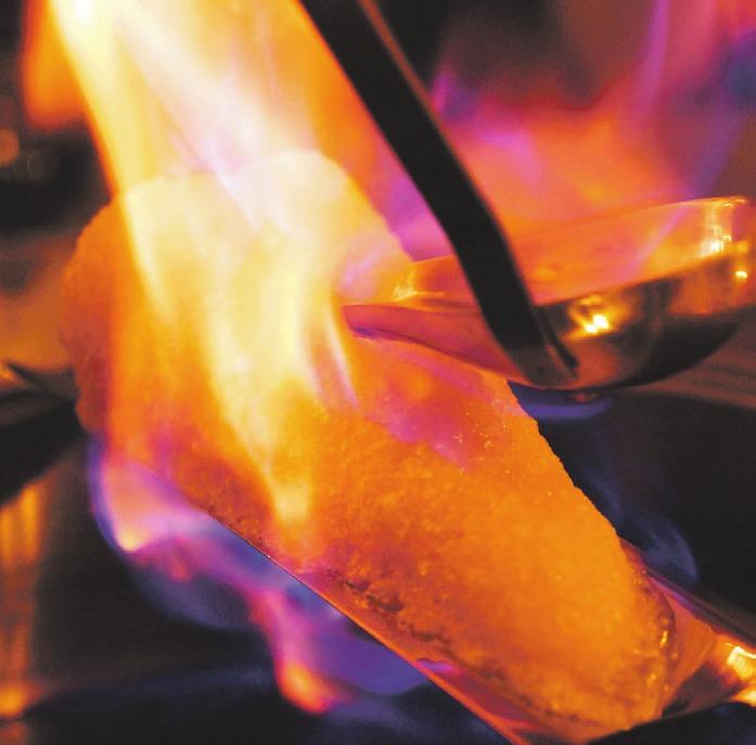 Eine originale Feuerzangenbowle garantiert ein geselliges Miteinander.
