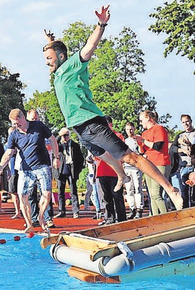 Von Hunderten befeuert kämpfen 18 Teams im Hänigser Freibad um Ruhm und Ehre.
