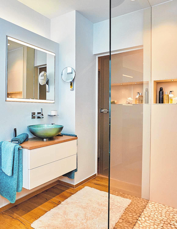 Pastellfarben sind hell und haben im Badezimmer oft eine wärmere Wirkung als die Volltonfarben.