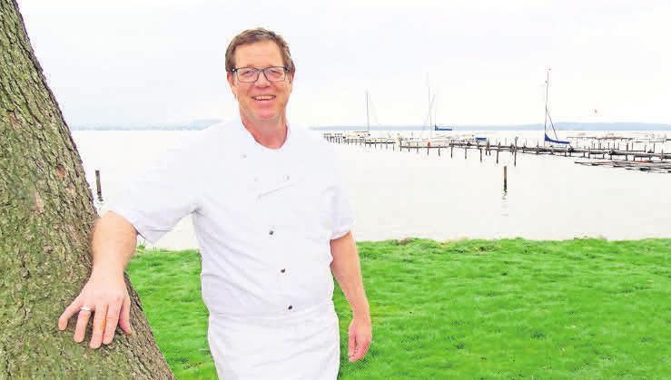 Thomas Scharf freut sich, dass das Fischerstübchen einen Panoramablick über das Steinhuder Meer bietet.